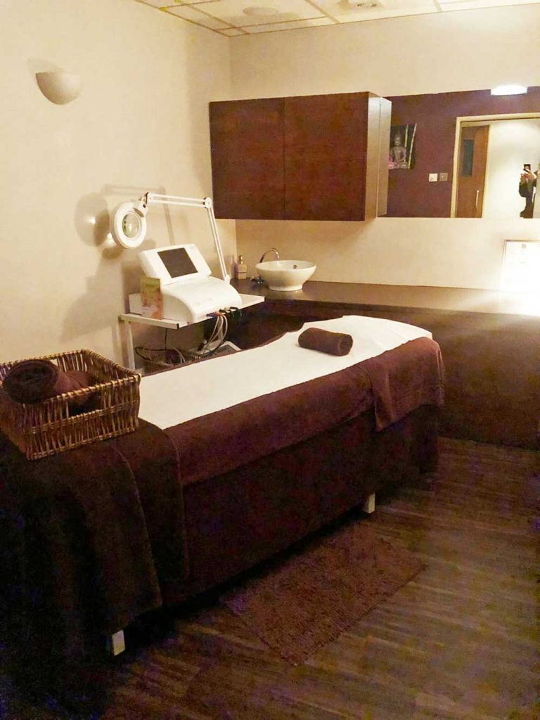 Chiswick Locals Spring 2020, Chiswick Locals, 3D Lipo, Aesthetics & Cosmetics, Anti-ageing Facials, Aromatherapy facial, Beauty, Bodycare, Wraps, Scrubs, British Beauty Awards, Cellulite, Chin and lip enhancement, Chiswick Locals, Chiswick Spa, Dermal Filler, Electrolysis, Eye Treatment, Eyelash Extensions, Facial Treatment, Facials, Fitness & Health, Full Body Massage, Hair Removal, Health & Beauty, Holistic, Holistic Therapy, London Hair & Beauty Awards, Manicures, Massage, Mole Removal, Nail Care, Nail Treatments, Non-surgical Facelift, Pedicures, Skin Tag, Skincare, Spa of the Year, Spa Ritual, Spray Tan, Stretch Marks, Teenage Treatment, The Cove Spa, Therapies, Threading, treatments, Vikee Patel, W4 Spa, Waxing, Wellbeing, Wellbeing Massage, Wrinkle Relaxation, Vicki Rhodes