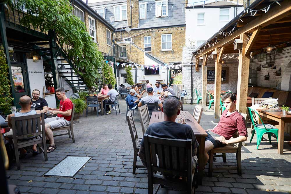 Fullers-George-IV-Chiswick-W4-busygarden001
